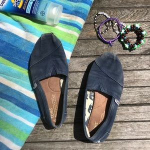 Navy blue Toms classic shoes